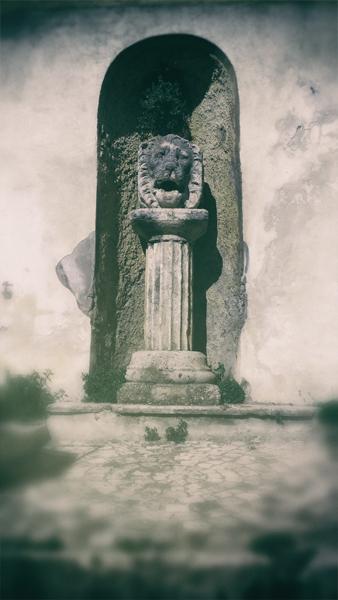 scalinata sant'antonio e testa leone