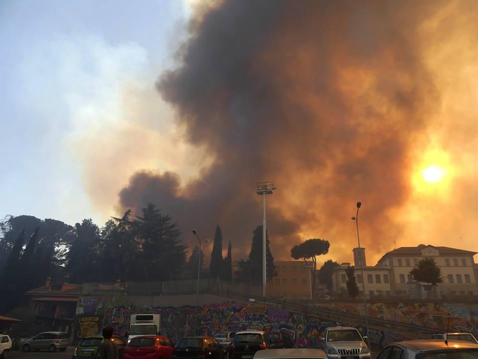 Incendio a Capena, il Paese avvolto nelle fiamme